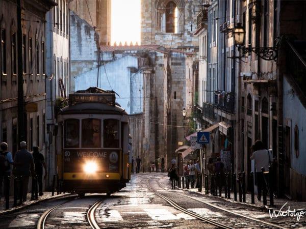 <span>Alfama – Lisboa</span><i>→</i>