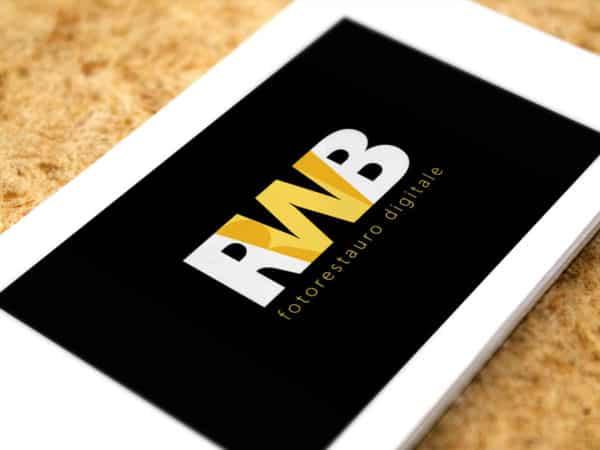 <span>Biglietto da visita RWB Fotorestauro Digitale</span><i>→</i>