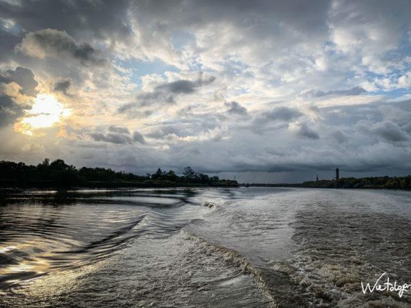 <span>Coueron – Pays de la Loire</span><i>→</i>